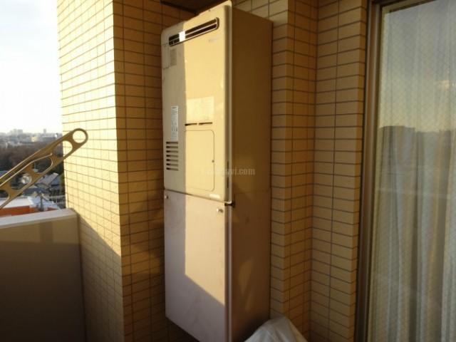 ベルハイム小竹向原 熱源給湯器IT-4201ARS-AW3Qからの交換工事