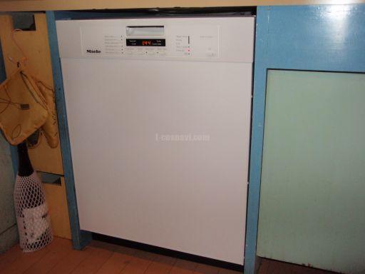 古い食洗機(バウクネヒトGSU3252)から新しい食洗機(ミーレG1225SCu)への交換工事