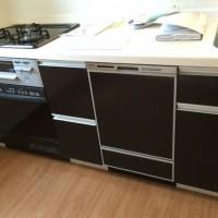 ファーストプラスキッチンのキャビネットを分割。パナソニック食洗機とハーマンビルトインオーブンの設置工事